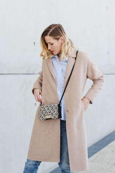 tifmys – Coat, blouse and earrings: Zara | Jeans: H&M | Sneakers: Adidas Stan Smith | Bag: ZAC by Zac Posen Earthette