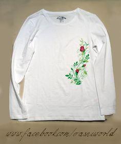 Camiseta pintada a mano con motivos florales.  www.facebook.com/vasniworld