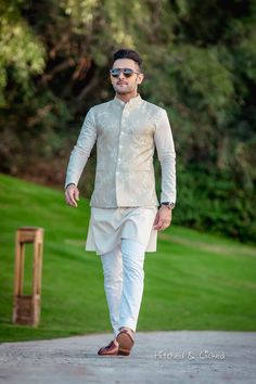 Engagement Dress For Groom, Wedding Outfits For Groom, Wedding Dress Men, Indian Wedding Outfits, Wedding Men, Indian Engagement Outfit, Wedding Jacket, Casual Wedding, Wedding Attire