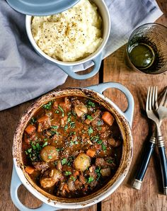 One-Pot Beef Stifado Stew – a traditional Greek recipe that's full of aromatic s… – Griechische Rezepte – Beef Stifado, Slow Cooker Recipes, Cooking Recipes, Greek Food Recipes, Crockpot Meals, Greek Cooking, Greek Dishes, Mediterranean Recipes, Cooking