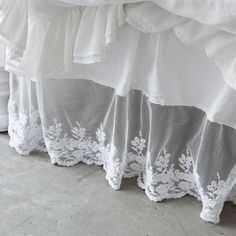 Rachel Ashwell Shabby Chic Couture Liliput Lace Bedskirt