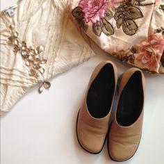 ⤵️ Franco Sarto flex slip on camel color shoes Franco Sarto flex slip on camel color shoes with chunky heel. Worn a couple of times. Final price reduction. All sales final Franco Sarto Shoes