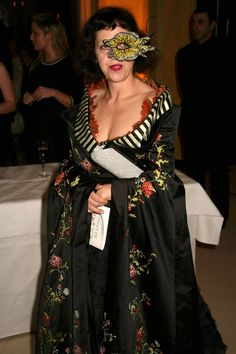 df07ff5dbf6 Isabella Blow loves Alexander McQueen and Philip Treacy to Death