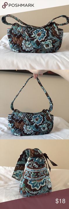 Vera Bradley Maggie Bag Maggie Bag in the popular, retired, Java Blue pattern. Bag features two exterior pockets and two interior pockets. Zipper closure. Removable firm base. GUC. Freshly washed. Vera Bradley Bags Shoulder Bags