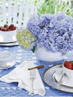 Bring a touch of spring to your table with these colorful place settings, centerpieces, and favors.