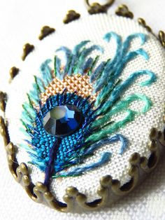 Peacock feather necklace hand embroidery swarovski crystal turquoise and white…