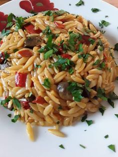 Greek Cooking, Orzo, Low Calorie Recipes, Pasta Dishes, Spaghetti, Stuffed Mushrooms, Food And Drink, Meals, Vegetables