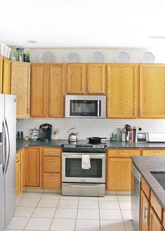 12 Unique Ways to Decorate Above Kitchen Cabinets #rentalfriendly #kitchenDIY