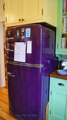 Sly's Mise En Place: Does Your Kitchen Inspire Cooking? Wow, this purple refrigerator would! I would love to have this to go w/my purple & white kitchen Shades Of Purple, Magenta, Deep Purple, Kitchen Dining, Kitchen Decor, 50s Kitchen, Purple Kitchen, All Things Purple, Purple Stuff