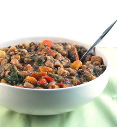A steaming hot bowl of Caribbean Black Eyed Peas Stew is the perfect recipe for a cold, wintry night -- or just about anytime. (I skipped the hot pepper and just threw in an extra bell pepper and some red pepper flakes. Pea Recipes, Whole Food Recipes, Dog Food Recipes, Vegetarian Recipes, Healthy Recipes, Healthy Meals, Healthy Food, Dinner Recipes, Vegan Soups