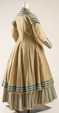 1864-1868 American Wool Seaside Ensemble.(Image via Met Museum)