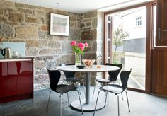 Warehouse conversion in Cornwall with Series 7 chairs from Fritz Hansen | The Modern House