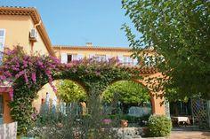 Hotel Le Provençal is een fijn driesterrenhotel in Les Issambres met een gemoedelijke sfeer. Je kunt heerlijke dagen doorbrengen op de stranden van Les Issambres, maar ook excursies maken naar de fraaie baai van St. Tropez of het achterland intrekken en een tocht maken door het Massiif des Maures. Officiële categorie ***