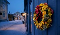 Christmas market: the merchants in the southern Finnish town of Porvoo set up their stalls of homemade delicacies and traditional handicrafts. Christmas Town, Christmas Markets, Helsinki, Finland, Tourism, Floral Wreath, Seasons, Traditional, Photography