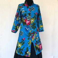 TUNIQUE FEMME MI LONGUE bleue cintrée, col officier et boutonnage à brides, imprimé shalimar : Chemises, blouses par akkacreation