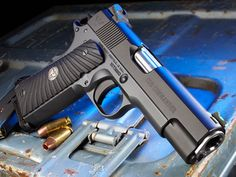 The Wilson Combat CQB Commander will fill the need of Professionals seeking the traditional form and function of the classic 1911 design.