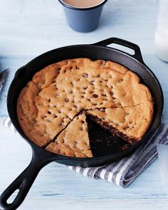 Recipe :: Skillet Chocolate Chip Cookie - Baking, simplified: One pan and two steps create this soft, gooey, giant cookie Chocolate Chip Cookies, Skillet Chocolate Chip Cookie, Skillet Cookie, Giant Chocolate, Chocolate Cookies, Dessert Chocolate, Köstliche Desserts, Delicious Desserts, Dessert Recipes