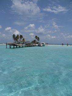http://belizecruiseexcursions.com/BeachSnorkelingBelize.htm