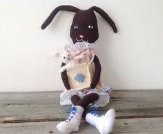 Peluche lapin surréaliste vintage créé avec une chaussette / Lapin chaussette / Peluche chaussette