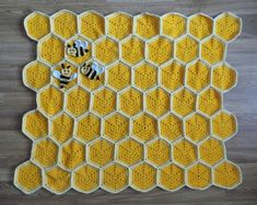 My latest baby blanket pattern is here – Bee Happy Honeycomb Baby Blanket The Bee Happy Honeycomb Baby Blanket makes a beautiful baby shower gift or birthday present to a […] Crochet Bee, Baby Afghan Crochet, Manta Crochet, Crochet Blanket Patterns, Crochet Blankets, Easter Crochet, Crochet Stars, Crochet Quilt, Crochet Girls
