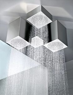 objets de luxe et design dans une salle de bains contemporaine - Salle De Bain Contemporaine Luxe