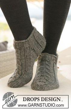 Korte DROPS Sokken met kabels van Alaska. Gratis patronen van DROPS Design.