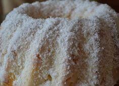 Je to síce trochu prácnejší recept ako býva recept na jednoduché bábovky, ale určite stojí za vyskúšanie. Vo vnútri sa skrýva vanilkové prekvapenie. Kto má rád kokos, ten si určite pochutná. Cesto: – 3 bielka, – 3 lyžice kr. cukru, – 1 lyžička vanilkového cukru, – 200 g hladkej múky, – 1 lyžička prášku do pečiva, – 80 g bielej