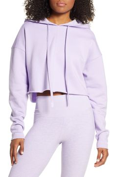 New Alo Edge Crop Hoodie Best Seller Womens fashion clothing. offers on top store Crop Top Outfits, Sporty Outfits, Cropped Skinny Jeans, Cropped Hoodie, Stylish Hoodies, Stylish Tops, Purple Crop Top, Hoodie Dress, Long Sleeve Crop Top