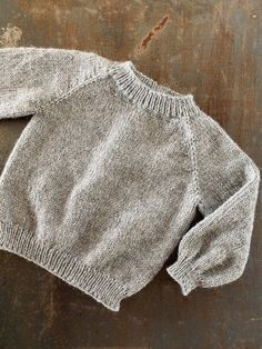 baby-version - FiftyFabulous - Lilly is Love Boys Knitting Patterns Free, Baby Cardigan Knitting Pattern Free, Knitting For Kids, Baby Patterns, Knit Baby Sweaters, Knitted Baby Clothes, Drops Baby Alpaca Silk, Baby Outfits, Kids Outfits