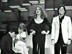 """Mina Mazzini ospite allo spettacolo """"E noi qui"""" 1970 Artisti che non esistono più: scuola, talento, ironia, e scena..."""