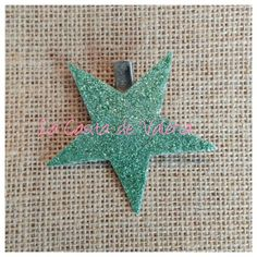 www.lacasitadevaleria.es glitter verde mint Mint, Glitter, Christmas Ornaments, Holiday Decor, Home Decor, Tela, Bobby Pins, Mint Green, Holiday Ornaments