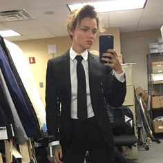 Risultati immagini per ruby rose suit tie Androgynous Fashion, Tomboy Fashion, Androgynous Hair, John Wick, Estilo Tomboy, Bold Lipstick, Drag King, Orange Is The New Black, Suit And Tie