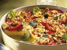 Casserole made of polenta, tomatoes and sheep& cheese- Polenta, tomato and feta cheese casserole is a recipe with fresh ingredients from the fruit vegetable category. Try this and other recipes from EAT SMARTER! Quick Healthy Meals, Heart Healthy Recipes, Vegetable Recipes, Vegetarian Recipes, Cooking Recipes, Food Inspiration, Italian Recipes, Macaroni And Cheese, Clean Eating