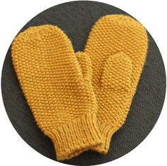 Beautiful mittens, although the pattern is in Norwegian. Mittens Pattern, Knit Mittens, Knitted Gloves, Knitting Patterns Free, Free Knitting, Free Pattern, Knitting Ideas, Knitting Room, Knit Basket