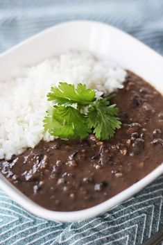 The classic black bean soup recipe you& been looking for! The scoop of rice makes this the ultimate comfort food. Top with cilantro and cheese! Black Bean Recipes, Bean Soup Recipes, Favorite Cookie Recipe, Favorite Recipes, Easy Black Bean Soup, Comida Latina, Mexican Food Recipes, Mexican Dishes, Bolivian Recipes