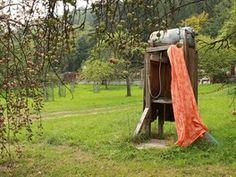 Venkovní sprcha sloužila celé léto, než se dodělala koupelna v domě.