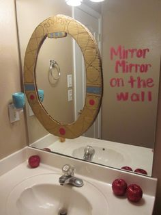 Snow White - Mirror Mirror On the Wall