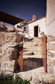 EMBRACING HOUSE by Pedro Quintela Photography: Ricardo Oliveira Alves Photography