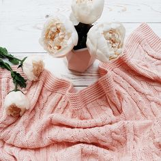 #peach color bedcover and amazing #peonies