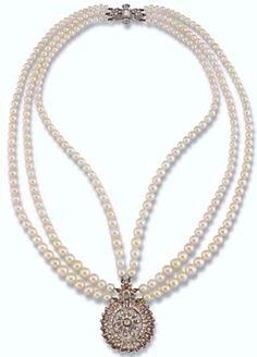 "The necklace is a ""Princess"" under the modern system of classification of pearl necklaces"