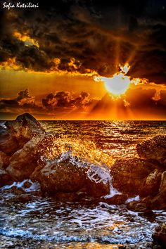 waves and a wonderful site to see Nature Pictures, Cool Pictures, Beautiful Pictures, Amazing Sunsets, Amazing Nature, Beautiful World, Beautiful Places, Waves, Beautiful Sunrise
