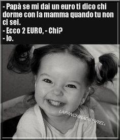 Papa, si tu me donnes un euro, je te dirai qui dort avec maman . Funny Photos, Funny Images, Memes Humor, Jokes, Funny Chat, Italian Memes, Serious Quotes, Angry Cat, Funny Scenes