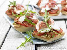 Delikater Imbiss auf spanische Art: Überbackene Ciabattabrötchen - smarter - mit Serrano-Schinken. Kalorien: 298 Kcal | Zeit: 20 min. #snack
