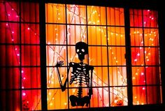 25 Ideas To Decorate Windows With Silhouettes On Halloween Shelterness | Shelterness