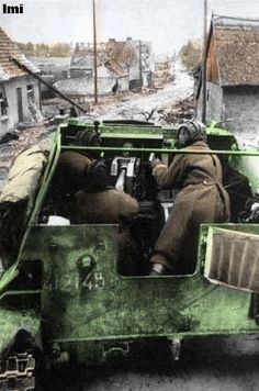 SU-76 crew reloadin, soviet Army WW2, pin by Paolo Marzioli