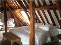 Antik gerendákból épített tetőszerkezet - # Loft bútor # antik bútor#ipari stílusú bútor # Akác deszkák # Ágyásszegélyek # Bicikli beállók #Bútorok # Csiszolt akác oszlopok # Díszkutak # Fűrészbakok # Gyalult barkácsáru # Gyalult karók # Gyeprács # Hulladékgyűjtők # Információs tábla # Járólapok # Karámok # Karók # Kérgezett akác oszlopok, cölöpök, rönkök # Kerítések, kerítéselemek, akác # Kerítések, kerítéselemek, akác, rusztikus # Kerítések, kerítéselemek, fenyő # Kerítések, kerítéselemek… Cottage Homes, Outdoor Furniture, Outdoor Decor, Pergola, Country, Bed, Home Decor, Decoration Home, Rural Area