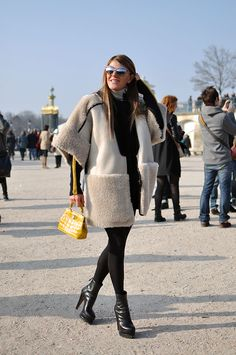 Anna dello Russo looking just a little bit fab in fur #PFW
