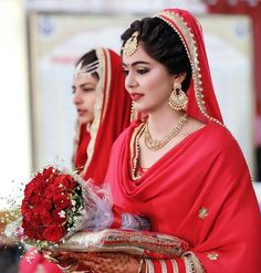 New punjabi bridal wear hair Ideas Wedding Suits For Bride, Bride Suit, Bride Look, Wedding Shoot, Wedding Ideas, Bridal Suits Punjabi, Punjabi Bride, Punjabi Couple, Sikh Bride
