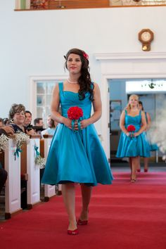 teal bridesmaids' dresses // red and aqua wedding // red and teal wedding // retro wedding --- I like the overall look of this, obviously slightly different colors, also the hair is fantastic!