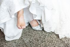 Olet siis menossa naimisiin. Onneksi olkoon! Etsitkö edullista mutta hyvää valokuvaajaa? Moisen löytäminen on yhtä todennäköistä kuin se, että kompastut huomenna sadan euron seteliin. Weddings, Tees, T Shirts, Tee Shirts, Wedding, Marriage, Teas, Mariage